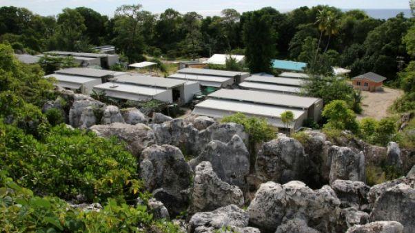 Camp de réfugiés à Nauru: le médecin limogé, pression sur Canberra