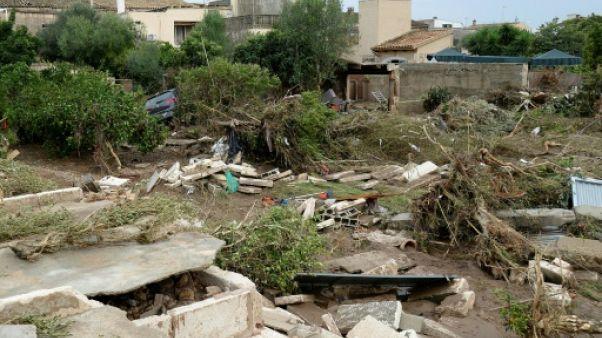 Inondations à Majorque: bilan alourdi à 13 morts, le corps d'un enfant retrouvé