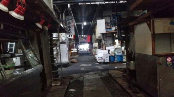 A Tokyo, des protestataires continuent à investir le marché fermé de Tsukiji