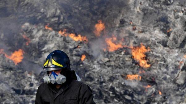 Incendio Milano, prosegue lavoro Vdf
