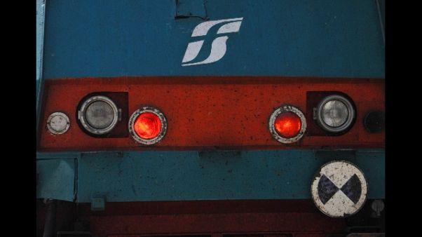 Stop treni Adriatica,cadavere tra binari