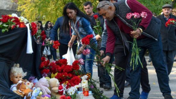 Crimée: après la tuerie, Kertch en deuil cherche à comprendre