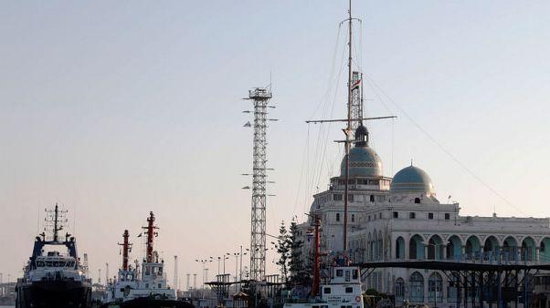 مصر تخفض رسوم السفن القادمة لميناء شرق بورسعيد