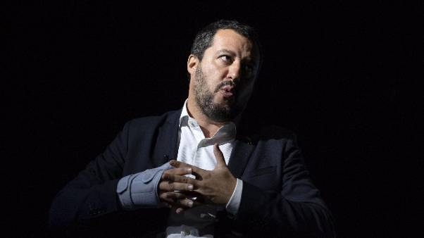 Diciotti: Salvini, lasciatemi lavorare