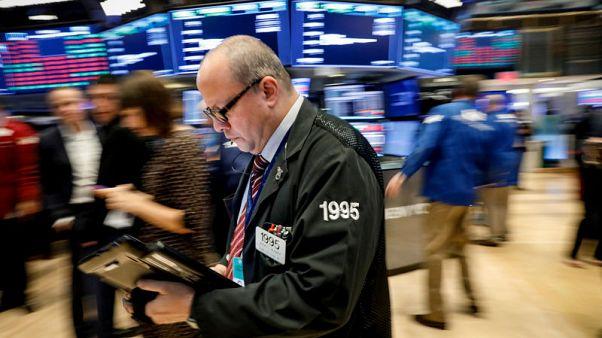 وول ستريت تنخفض عند الفتح بفعل محضر المركزي الأمريكي وأرباح ضعيفة للشركات الصناعية