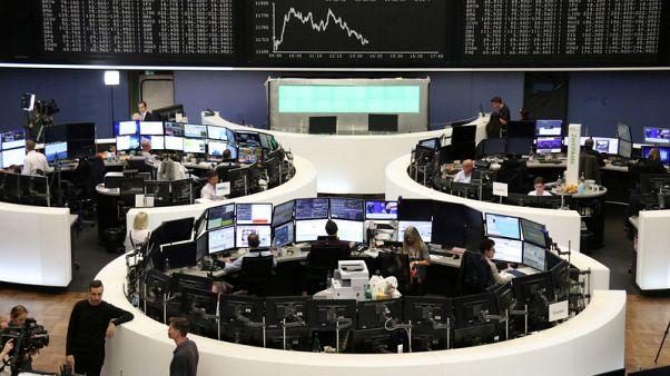أسهم أوروبا تغلق منخفضة مع هبوط وول ستريت