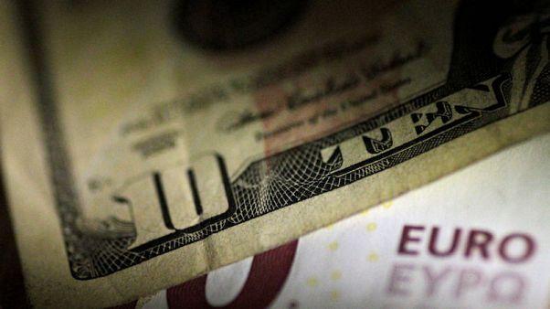Euro near 1-week low as Italian budget raises EU political risks