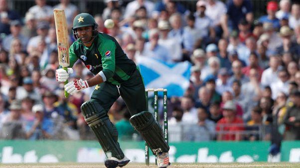 Cricket - Pakistan captain Sarfraz taken to hospital, Khawaja out for Aussies