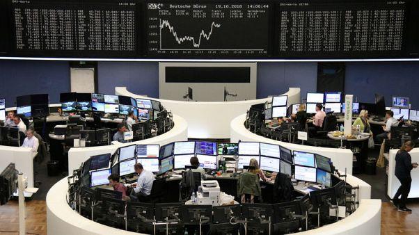 الأسهم الأوروبية تنهي الأسبوع على مكاسب بعد جلسة متقلبة