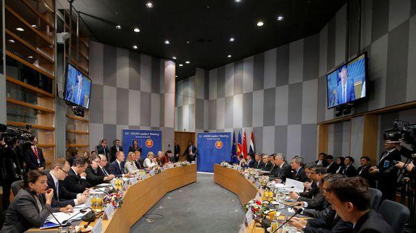 الاتحاد الأوروبي يوقع اتفاقا تجاريا مع سنغافورة ويحث الصين على الانفتاح