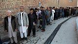 الأفغان يتحدون الهجمات ويدلون بأصواتهم في الانتخابات البرلمانية