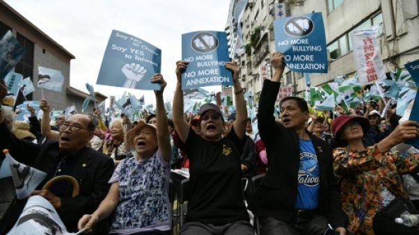 Des indépendantistes taïwanais manifestent à Taipei, le 20 octobre 2018