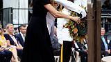 الأمير هاري وزوجته يضعان إكليلا عند نصب قدامى المحاربين باستراليا