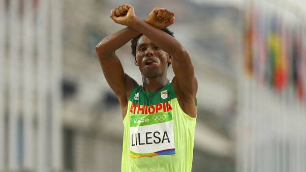 Exiled Ethiopian Olympic runner who protested against government returns home