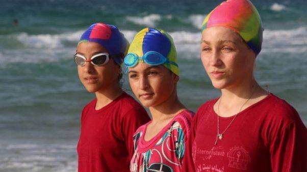 Nageurs et nageuses gazaouis s'entraînent en eaux troubles