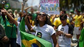 Brésil: des gays et des Noirs pour Bolsonaro malgré ses dérapages