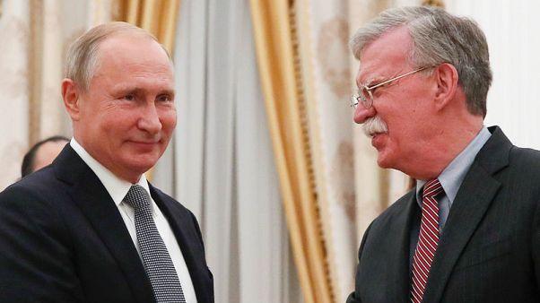 بولتون يقول إنه أثار مسألة التدخل في الانتخابات مع الرئيس الروسي