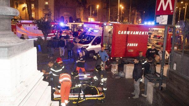 Metro Roma: scala mobile collassa,feriti