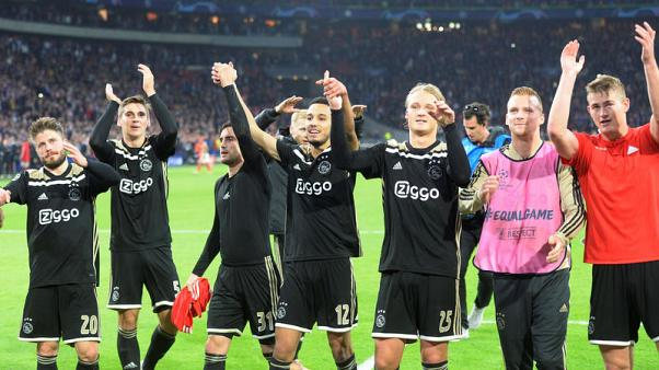 Late Mazraoui strike seals win for Ajax over Benfica