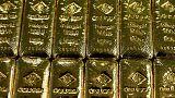الذهب ينخفض مع تراجع الإقبال بفعل صعود الدولار