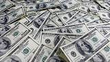 الدولار يرتفع بدعم من تراجع وول ستريت وبيانات من منطقة اليورو