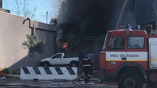 Incendio Ap Savona, si cerca punto fuoco