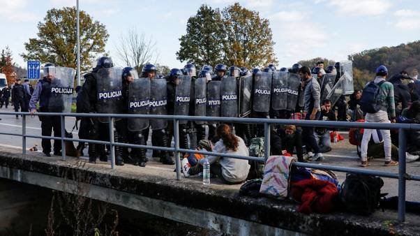 Migrants block Bosnian border, scuffle with Croatian police
