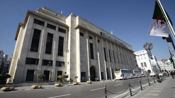 نواب جزائريون يقيلون رئيس البرلمان ويعينون شابا بدلا منه