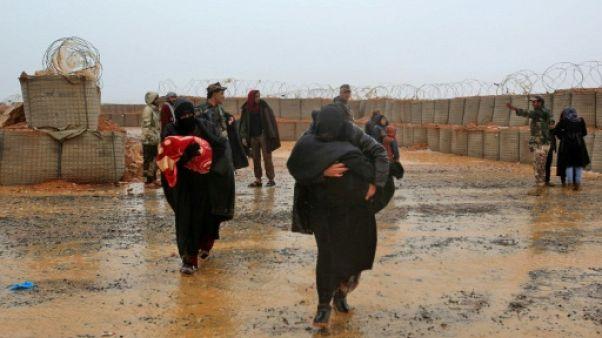 Oubliés dans le désert syrien, les déplacés du camp de Rokbane