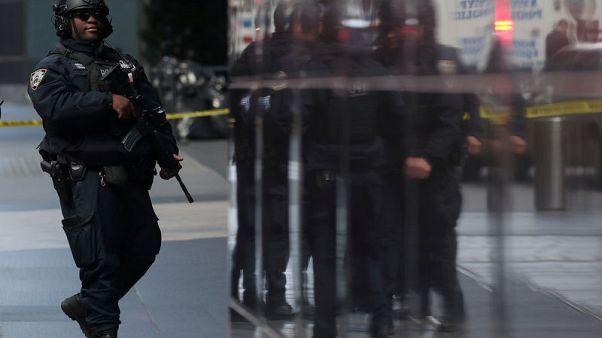 طردان ملغومان يستهدفان نائب الرئيس الأمريكي السابق وروبرت دي نيرو