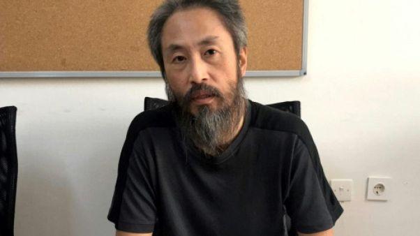 """Le journaliste ex-otage en Syrie de retour au Japon après un """"enfer"""""""