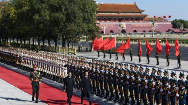 A Pékin, accueil solennel accordé à Shinzo Abe près de la place Tiananmen