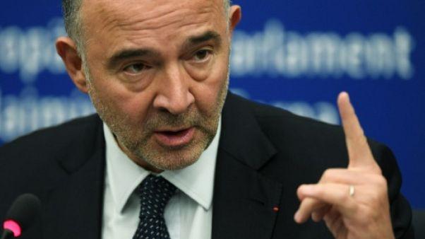 """UE: Moscovici traite de """"fasciste"""" l'eurodéputé italien qui a piétiné ses notes"""