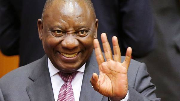 رئيس جنوب أفريقيا يسعى لتعهدات استثمار بقيمة 100 مليار دولار