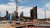 أسعار النفط ترتفع قبل سريان عقوبات على إيران، لكنها تسجل ثالث هبوط أسبوعي