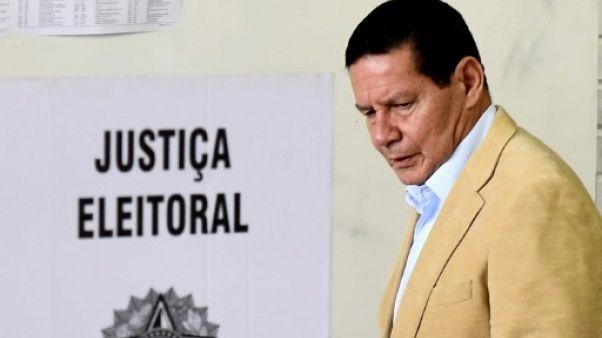 Brésil: le colistier de Bolsonaro ne veut pas rester dans l'ombre