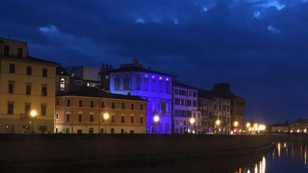 Palazzo Blu 'tinge' Torre per decennale
