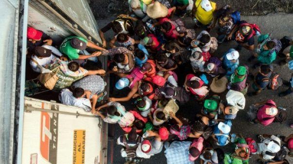 Dans des camions ou à pied, les migrants poursuivent leur périple vers les Etats-Unis