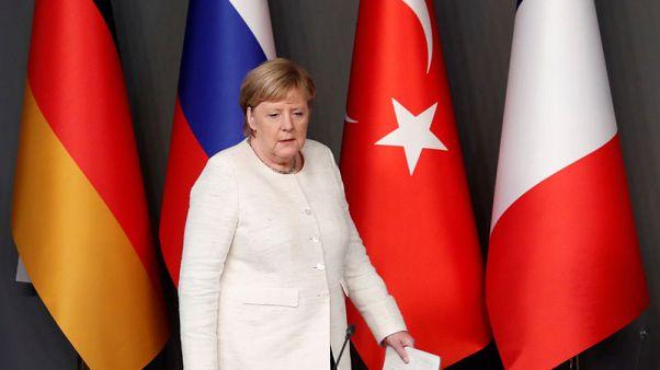 ميركل: نسعى لموقف أوروبي موحد بشأن بيع الأسلحة للسعودية