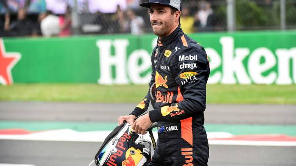 Motor racing - Ricciardo denies Verstappen record pole in Mexico