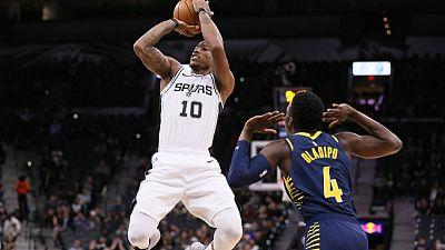 ديروزان يقود سبيرز لفوز جديد على ليكرز في دوري السلة الامريكي