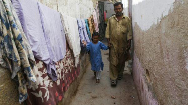 Au Pakistan, de très éphémères milliardaires (en roupies)
