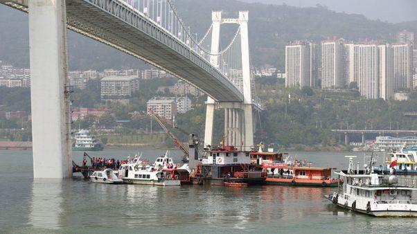 وسائل الإعلام الرسمية: قتيلان إثر سقوط حافلة في نهر بالصين