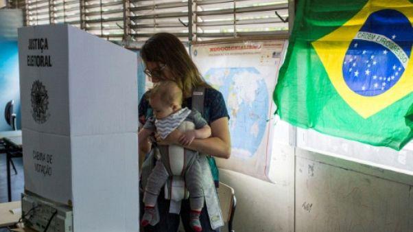 À Copacabana, les Brésiliens votent plus par rejet que par conviction