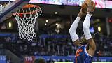 ثاندر يهزم صنز ويحقق فوزه الأول في دوري كرة السلة الامريكي