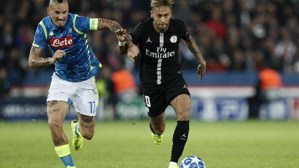 Calcio, Hamsik raggiunge Bruscolotti