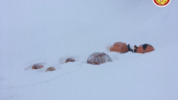 Val Badia, speleologi sorpresi da neve