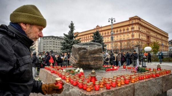 Hommage des Moscovites aux victimes de la terreur stalinienne