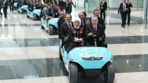 """Erdogan inaugure à Istanbul le futur """"plus grand aéroport du monde"""""""