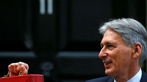 هاموند: إجراءات التقشف في بريطانيا قد تنتهي مع إبرام صفقة الانفصال